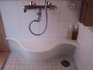 風呂桶の形をしたカウンター