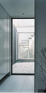 中庭と階段