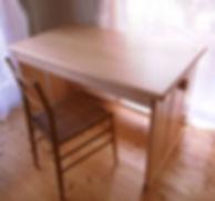 勉強机がダイニングテーブルにもなる