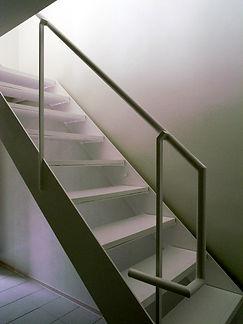 鉄骨階段だけど段板は木製