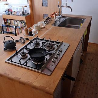 木製アイランドキッチン