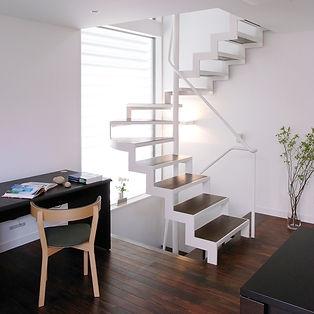 ストリップ回り階段