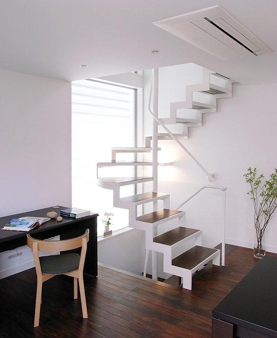 鉄骨階段 回り階段