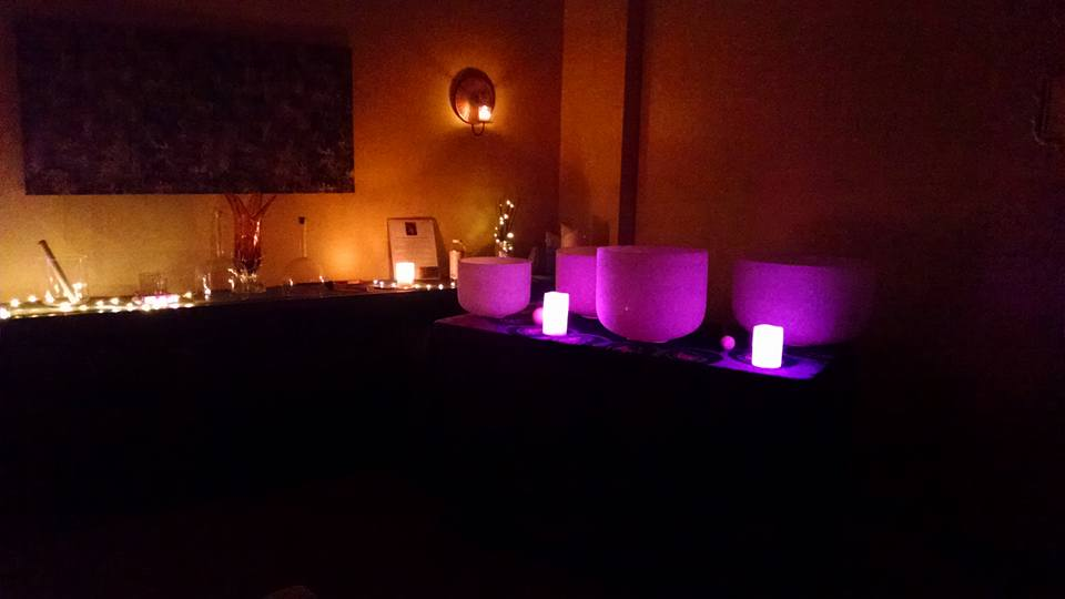 PTTM Crystal Bowl Ambiance image