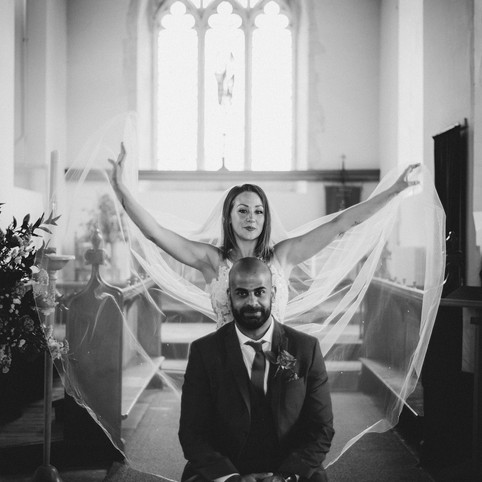 How to organise a beautiful, intimate wedding during Corona times? Find out with Lizzie and Haran :)