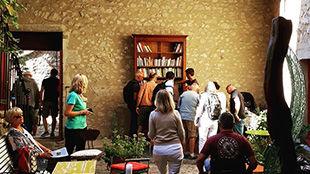 Une boulangerie artisanale aux saveurs de levain. Une cave a vin très nature. Des produits locaux. Du bonheur dans la Drôme.