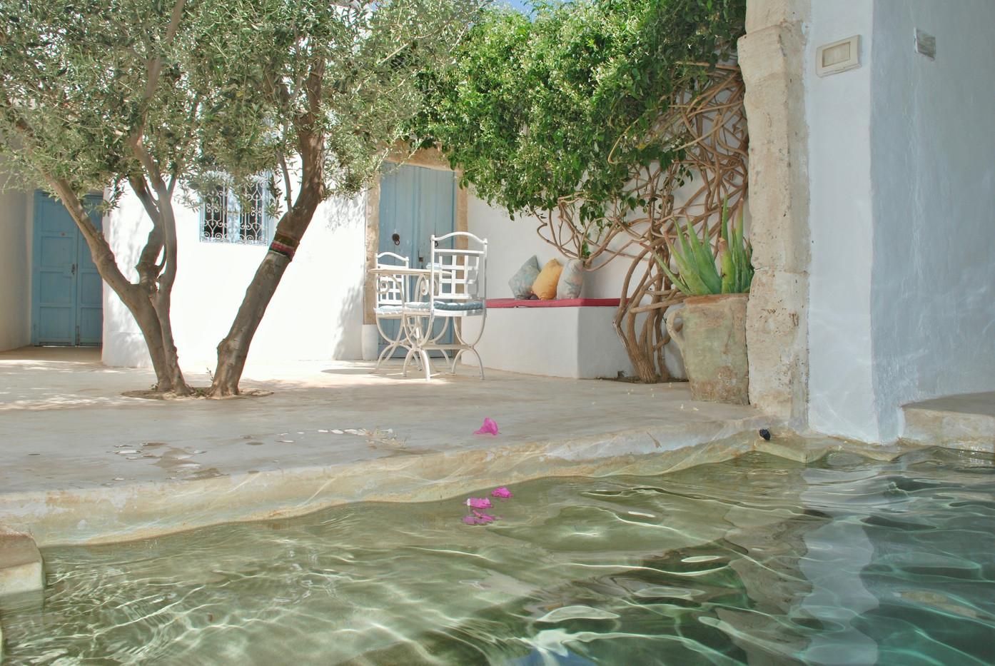 pool & inner courtyard
