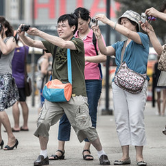 Japanische Touristen fragen sich warum es so ruhig ist