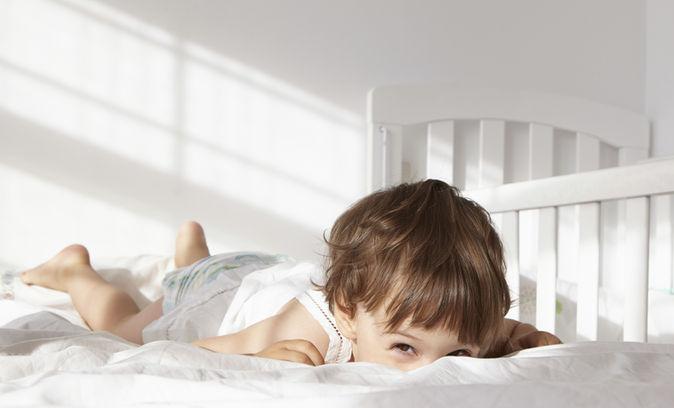 Малыш Peeking над станиной Quilt2