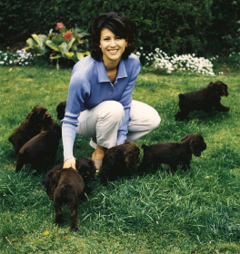 RENEE%26PUPS-OUTSIDE.png