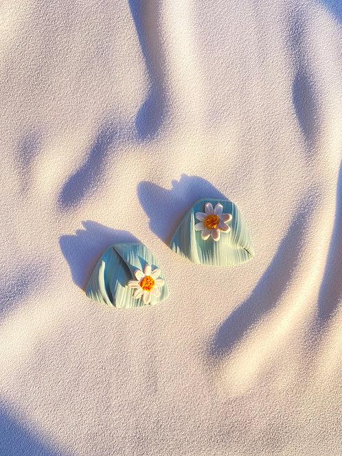 Leia Daisies studs - Robin Egg