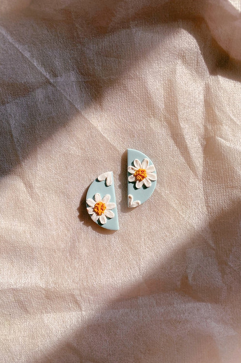 Made-to-order: Daisies - Mini half moon studs