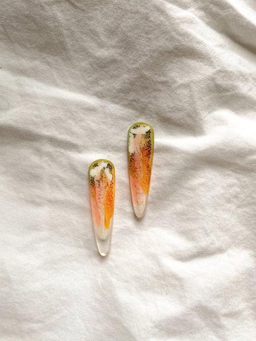 Spears resin stud - Olive Orange