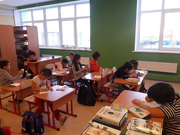 Юные иллюстраторы книг.jpg