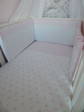 Baby Oliver allover pink bow embroidered quilt and bumper set