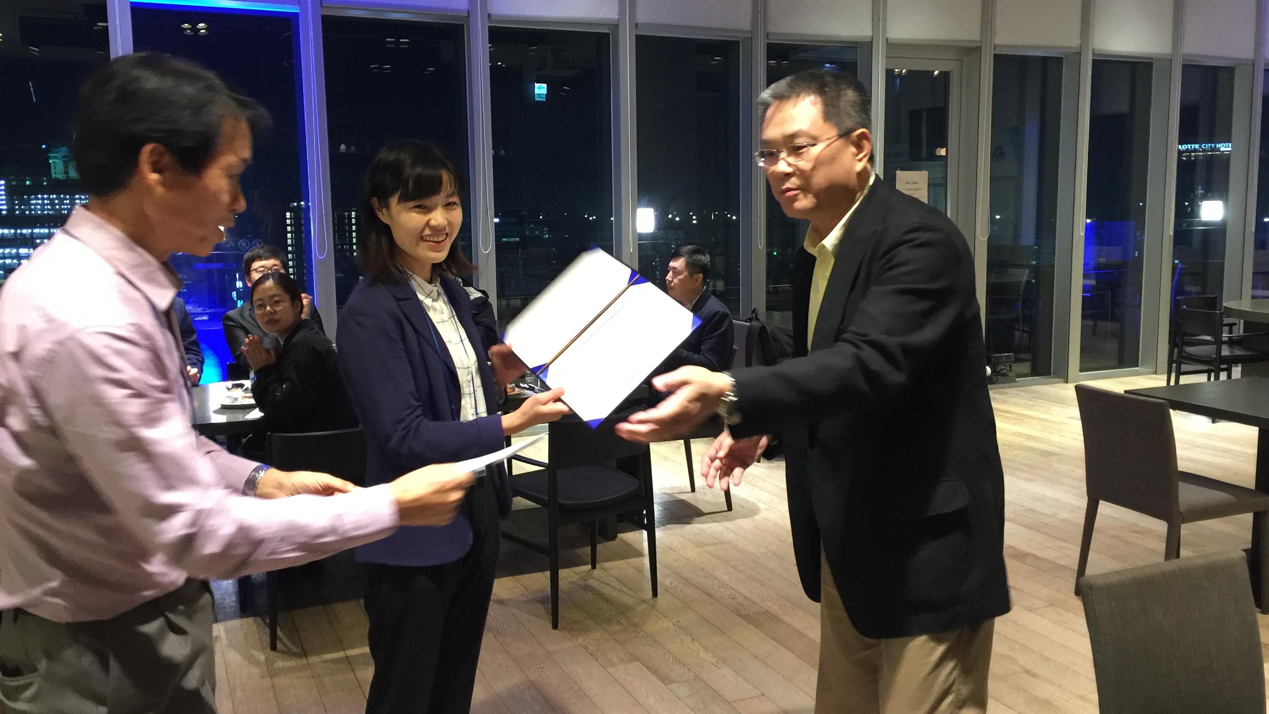 Huamei Shao receiving the award for best presentation from Chairman Yoshinori Miyamoto at AFSA 2018