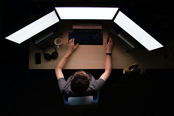 MacBook%20Pro%20on%20white%20surface_edi