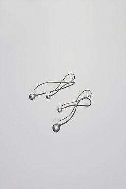 RIBBON TWIN SPHERE EARRINGS