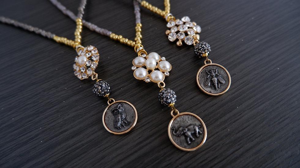Golden Charm | V Necklaces