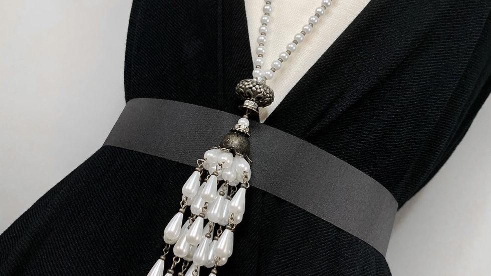 Vintage Chandelier | White Pearl Lariat