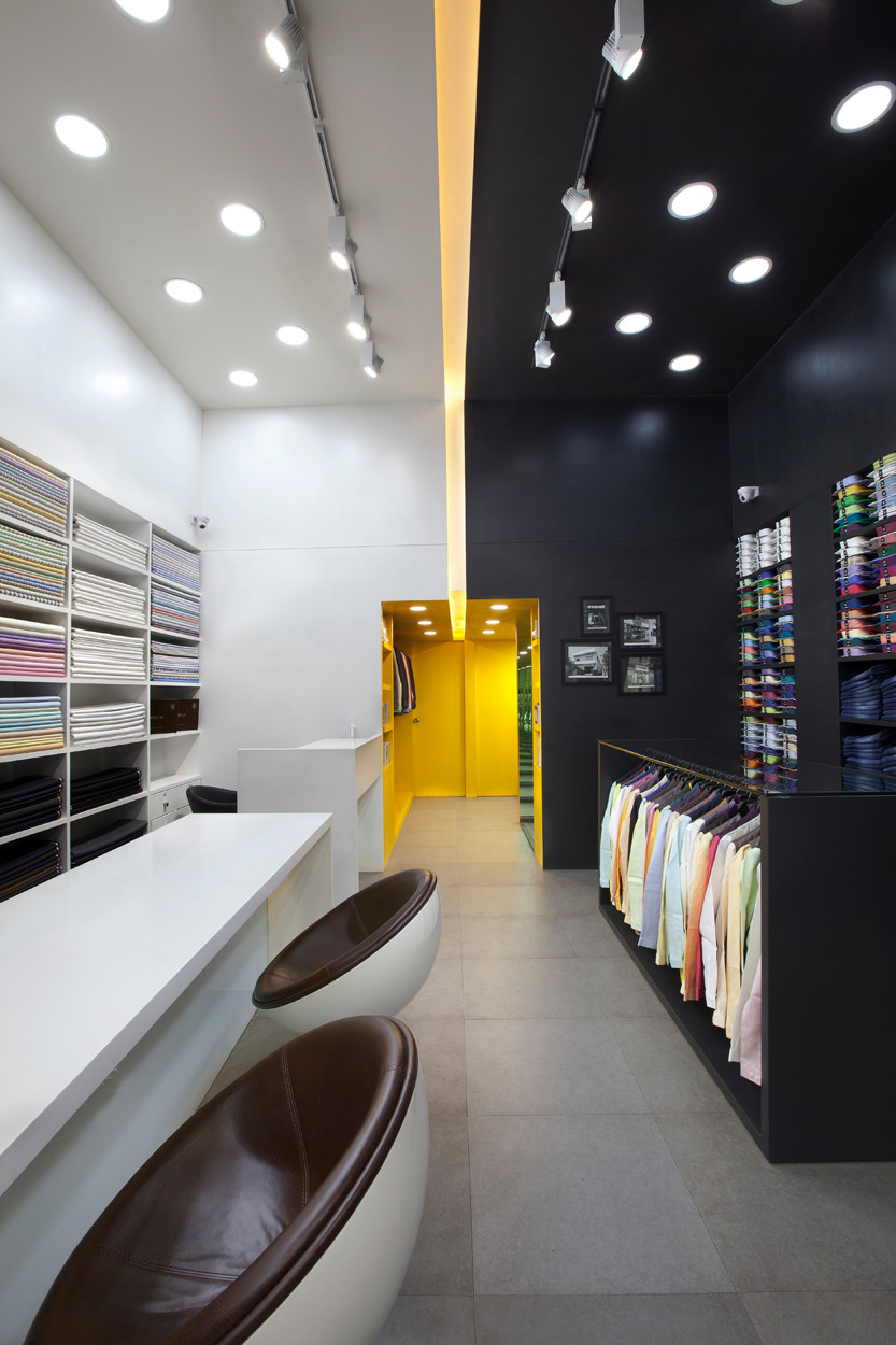 RETAIL INTERIORS AT MUMBAI