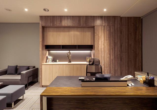 舞夏設計-七期辦公室-親家市政-軟體開發室內設計-吧台空間-創意討論區 (13)