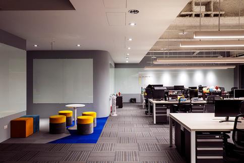 舞夏設計-七期辦公室-親家市政-軟體開發室內設計-吧台空間-創意討論區 (7).