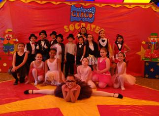 Circo do Colégio Sócrates brilha na Festa da Família