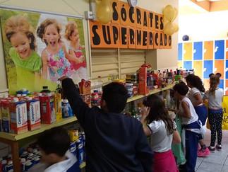 Matemática na prática com o Supermercado do Colégio Sócrates