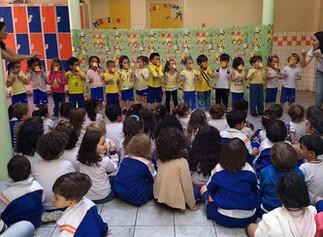 Musicalização no Colégio Sócrates amplia a cultura e estimula o desenvolvimento das crianças