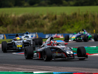 Thruxton Podiums Aplenty For Phinsys By Argenti