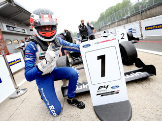 Phinsys By Argenti Storm To Victory At Brands Hatch
