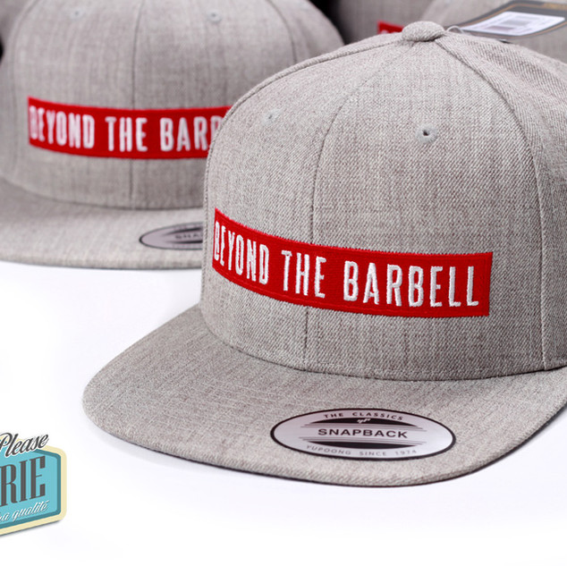 Casquette-snapback-Yupoong-broderie-barb