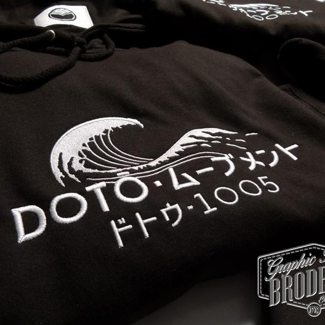 Broderie-sur-sweat-a-capuche---logo-DOTO