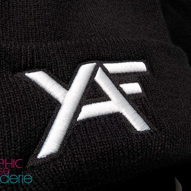 Broderie-sur-bonnet-à-revers-logo-YAF-02