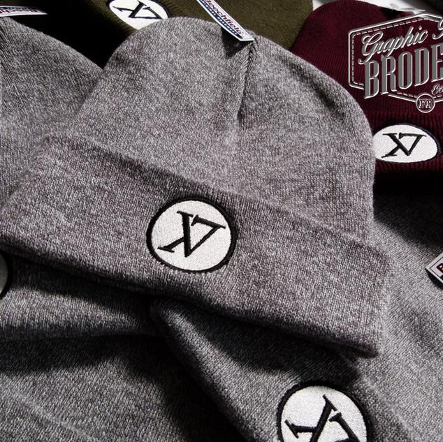 Broderie-sur-bonnet---logo-X7---Xclusiv7