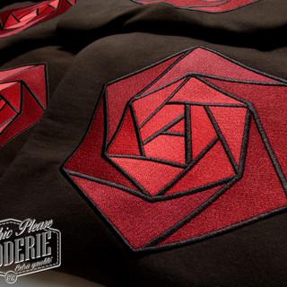 Broderie-sur-sweatshirt---Logo-EIVP-Pari