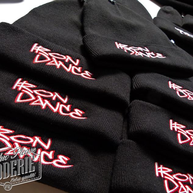 Broderie-sur-bonnet-a-revers---Logo-Iron