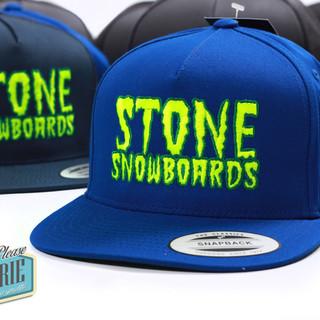 Casquette-snapback-Stone-snowboard-brode