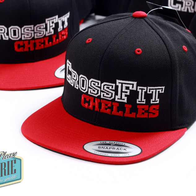 Casquette-snapback-Yupoong-broder-Crossf