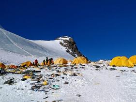 Mais de dez toneladas de lixo foram removidas do Monte Everest
