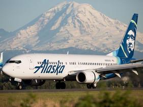 Alaska Airlines se torna a primeira companhia aérea a banir canudos e copos de plásticos.