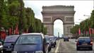 Paris proíbe quase 3 milhões de veículos de circularem na capital durante a semana em combate a polu