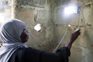 Mulheres da ilha de Zanzibar, na Tanzânia, estão sendo treinadas como engenheiras solares e trazem l