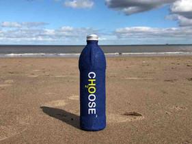 Cientista britânico criou garrafa de água ecológica que se decompõe completamente em 3 semanas