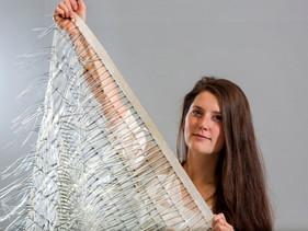 Designer britânica cria tecido que gera eletricidade utilizando o vento de trens e metrôs.