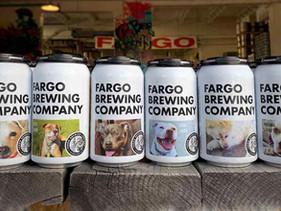 Uma cervejaria de Dakota do Norte está apresentando cães para adoção em suas latas de cerveja