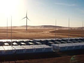 Tesla constrói maior bateria do mundo que fornecerá energia renovável para mais de 30.000 famílias e