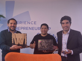 Família peruana cria laptop ecológico feito de madeira que é recarregado pelo sol e pode durar 10 an