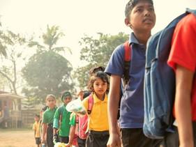 Conheça a escola indiana que aceita lixo plástico em vez de mensalidades